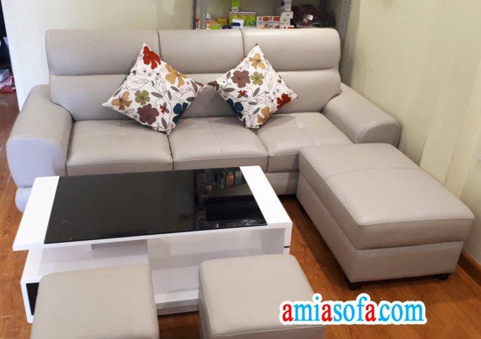 Hình ảnh mẫu ghế sofa văng nhỏ mini đẹp, kê tại nhà khách hàng của AmiA